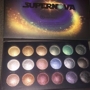 Super nova by bh cosmetics